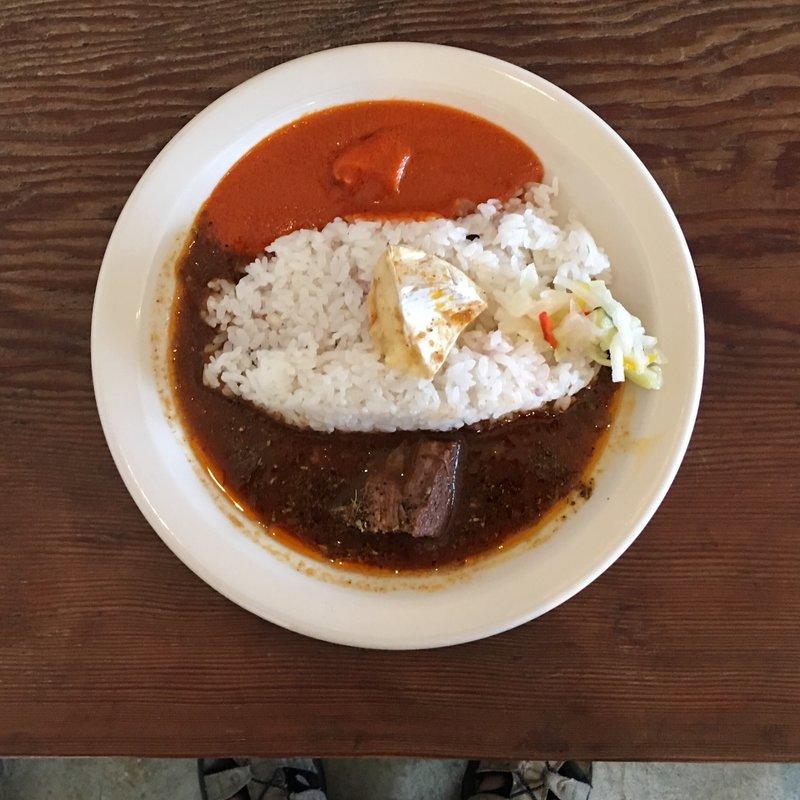 トマトクリーム×スペアリブのスープカレー+カマンベールチーズ