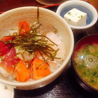 海鮮丼(魚料理 吉成 (さかなりょうり よしなり))
