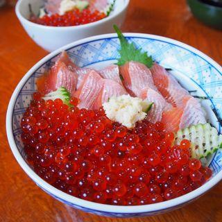 姫鱒とイクラ丼(郷土料理 奈辺久 )