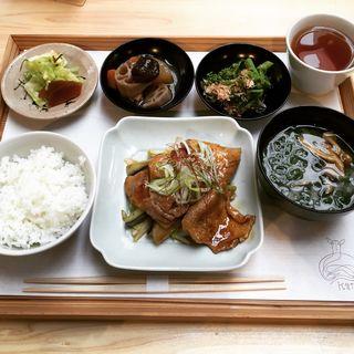 豚の生姜焼き定食(鹿の舟)