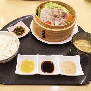 糸島豚と旬の野菜のせいろ蒸し(はーべすと 岩田屋新館)