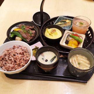 季節御膳とサーロインステーキ(はーべすと 岩田屋新館)
