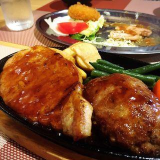 ハンバーグ&ポークステーキ(鈴なり)