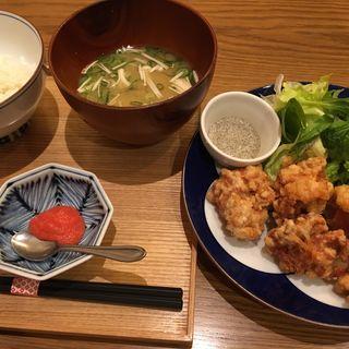 唐揚げと ご飯お味噌汁セット(家カフェ おたま なんばパークス店 )