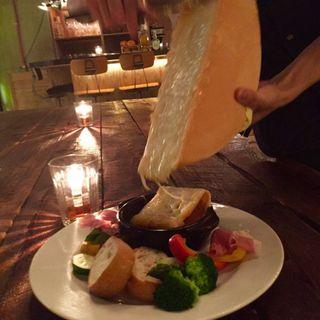 ラクレットオーブンで香ばしく暖めたラクレットチーズ!!(freehand AOYAMA )