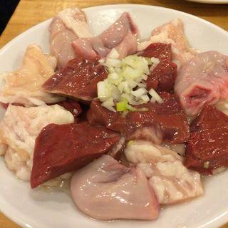 ホルモン3品盛り合わせ(近江牛肉店 別館)