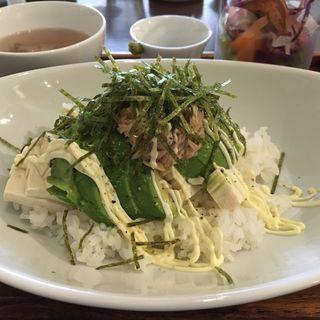 アボカドと豆腐のヘルシー丼(DECO (デコ))