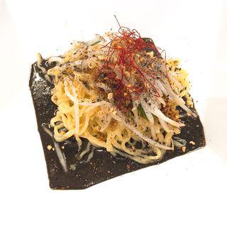 汁なし黒担々麺(黒蠍)