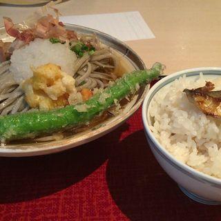 おろし蕎麦と炊き込み御飯(弥助)