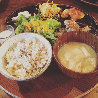 Oniwaの気まぐれ玄米プレート(オニワカフェ (Oniwa Cafe))