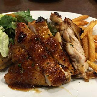 骨付きローストチキン(Rolling Roast Chicken (ローリングローストチキン【旧店名】The AVERY'S))