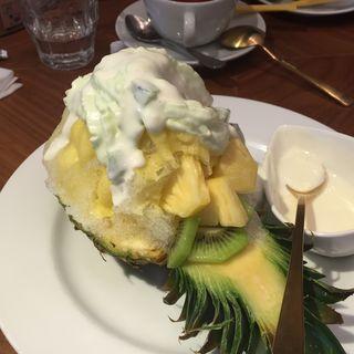 まるごとパイナップルのかき氷(ブラザーズカフェ なんば店 (BROTHERS Cafe))
