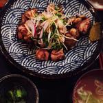 地鶏の炭火焼・若鶏定食(虎視眈々)