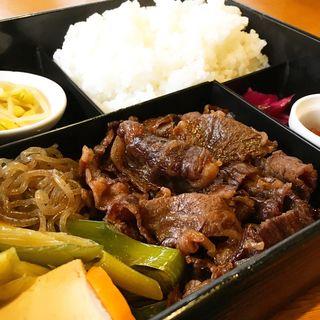 すき焼き弁当(牛の助 (鉄板肉料理と鍋))
