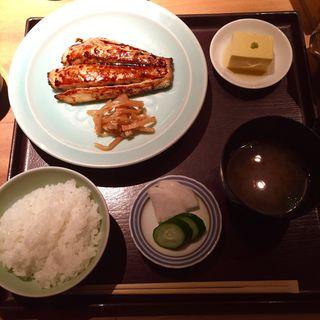 鰆塩焼き定食(まめとら (【旧店名】汁る椀 豆寅 銀座店))