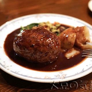 子羊肉のグリル・ド・ハンバーグ(赤ワインソース)(クリスチアノ)