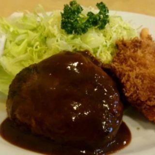 Aランチ(カップスープ・ミニコーヒー・ハンバーグ・魚フライ)(キッチン ラッキー )