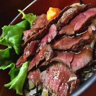 ステーキ丼(愛情たっぷり手料理 やきとり・しゃぶしゃぶ 来幸 )