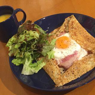 朝の特別 ベーコンエッグチーズのガレット(COUZT CAFE (コーツトカフェ【旧店名】藍い月))