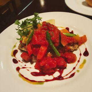 黒鯛のポワレ 夏野菜のトマトソース(ワインビストロ ラトリシエール )