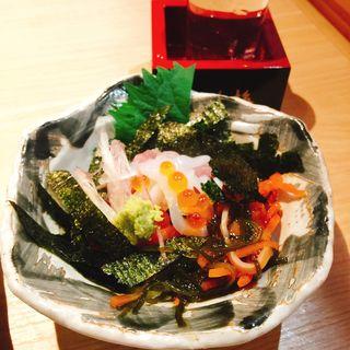 海鮮ばくだん(マグロ・いか・いくら・白身・松前漬)(スタンドふじ 本店 )