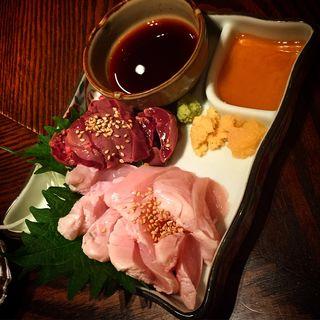 鶏刺し 二種盛り(清水 KAKUREGA (シミズ カクレガ))