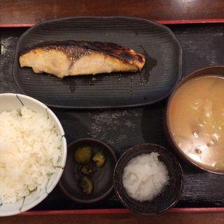 ブリの西京焼き定食(魚人食堂 (ウオンチュショクドウ))
