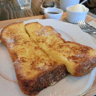 フレンチトースト バニラアイス&メープルシロップ添え