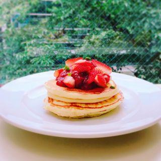 ストロベリーカスタードパンケーキ(ジェイエス パンケーキカフェ自由が丘店 (j.s. pancake cafe))