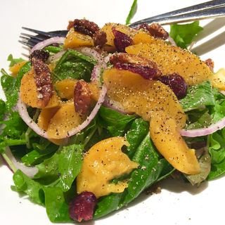 Carametized Peach Salad(カリフォルニア・ピザ・キッチン ラゾーナ川崎店)