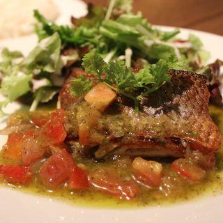 野菜たっぷりソースの白身魚(BEYOND)