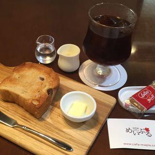 レーズントースト、アイスコーヒー(珈琲屋 めいぷる (コーヒーヤ メイプル))