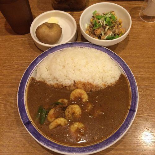 エビカリー カレー部昼練。エビカリー辛さ10倍にインド豆のサラダ #curry #カレー #lunch #ランチ #サラメシ (@ エチオピア カリーキッチン 御茶ノ水ソラシティ店) ごちそうさまでした(^ ^)