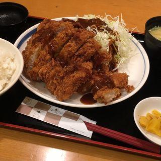 メガ盛鶏豚定食(ぎおん亭 交通センター店)