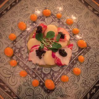 オマールブルーとキャビア 桃とパッションフルーツのジュレ(mal D'amour (マル ダムール))