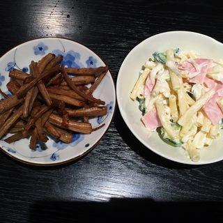 きんぴらごぼうとマカロニサラダ(家庭の味 はる )