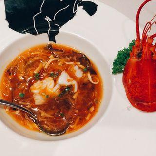 オマール海老の酸辣湯麺(バンコク オリエンタル ダイニング&バー (Bangkok OrientalDINING & BAR))