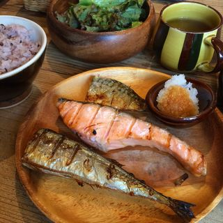 焼き魚3種盛り定食(ネマルカフェ (nemaru cafe))
