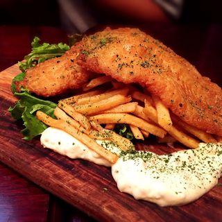 白身魚のフィッシュ&チップス いぶりがっこの特製タルタルソース(Malkovich (マルコヴィッチ))