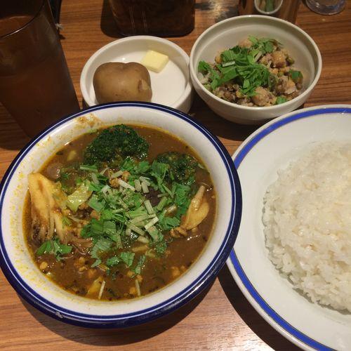 野菜豆カリー カレー部昼練。野菜豆カリー+インド豆のサラダ #curry #カレー #lunch #ランチ #サラメシ (@ エチオピア カリーキッチン 御茶ノ水ソラシティ店) ごちそうさまでした(^ ^)