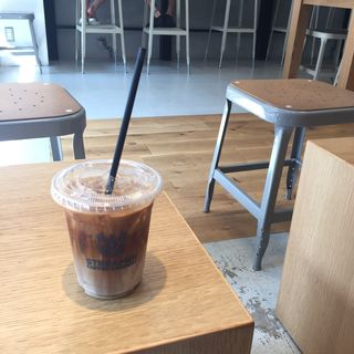 ラテ(ストリーマー コーヒーカンパニー 心斎橋店 (STREAMER COFFEE COMPANY))