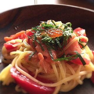 スモークサーモン・フレッシュトマトの冷製リングイネ いくらのせ(DA CIBO)
