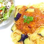 ポロネーゼパスタ、冬瓜と生ハムのサラダ