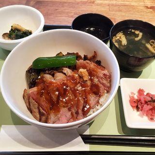 アンガスサーロインステーキ丼(ロイヤルホスト 室見店 )