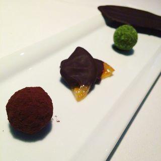 諸戸ペストリーシェフのチョコレート盛り合わせ(TWO ROOMS Grill |Bar (TWO ROOMS グリル | バー))