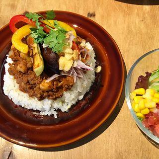 牛挽肉とひよこ豆のドライカレー(オガワカフェ )