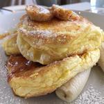 リコッタパンケーキw/フレッシュバナナ、ハニーコームバター(bills 七里ケ浜)