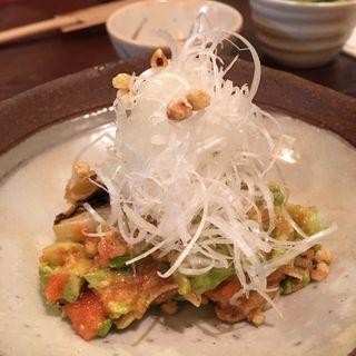 焼きネギとアボカドの明太子和え(蕎麦見世のあみ (そばみせのあみ))