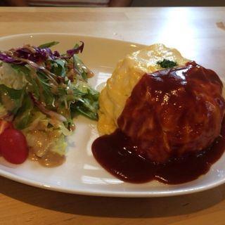 ふわトロタマゴのオムライス (サラダ珈琲つき)(カフェ・ド・コポリ (CAFFE di COPOLI))