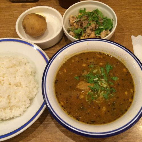 チキン豆カリー カレー部昼練。いつものチキン豆カリーにインド豆のサラダ。 #curry #カレー #lunch #ランチ #サラメシ (@ エチオピア カリーキッチン 御茶ノ水ソラシティ店) ごちそうさまでした(^ ^)